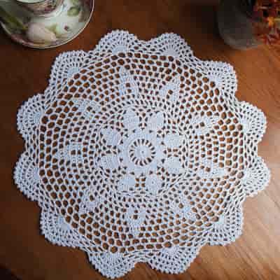 precioso y bonito mantel pequeño con detalle a crochet de ganchillo